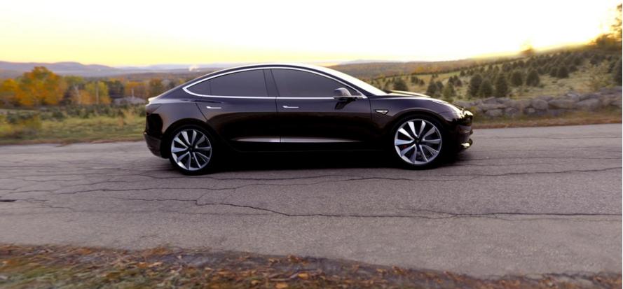 Tesla Model 3 l'attesa è finita