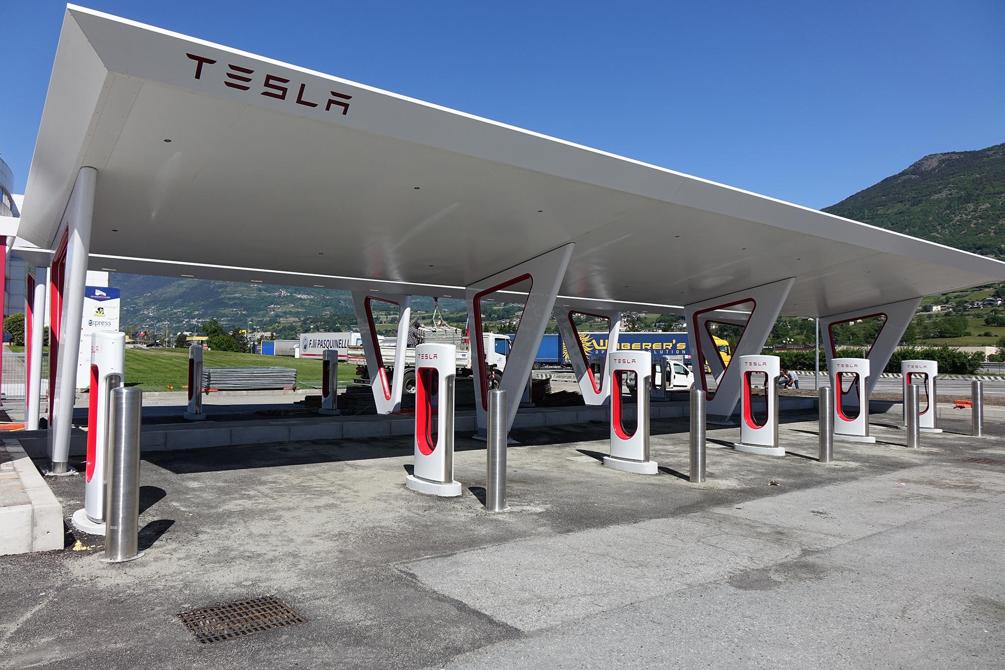 Supercharger Tesla a Rieti