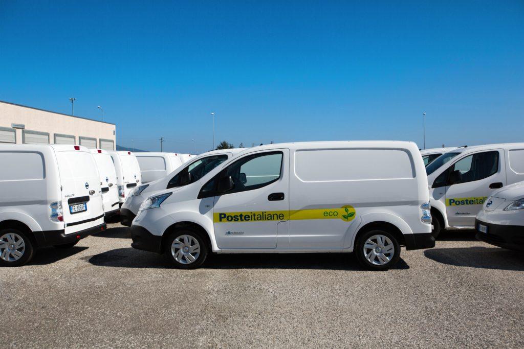 Nissan e Poste Italiane realizzano la più grande flotta elettrica in Italia